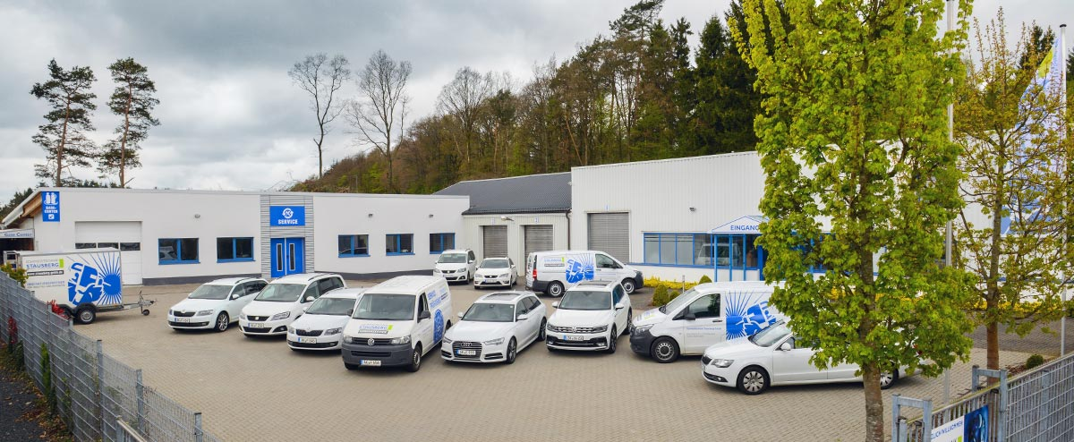 Gebäudeansicht und Fuhrpark der Schweißtechnik Stausberg GmbH in Betzdorf